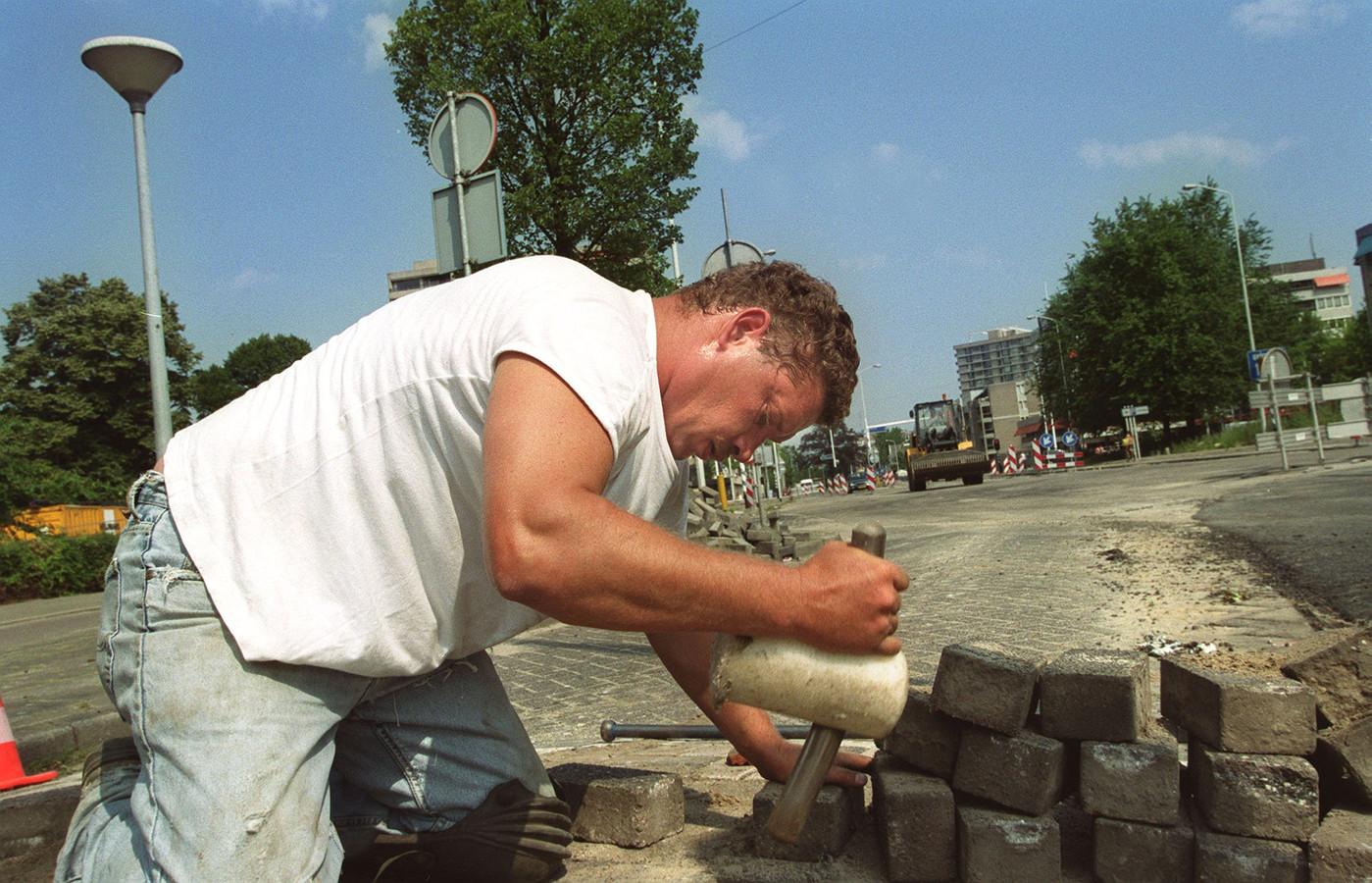 Eindhoven behoorde in de zomer tot de steden in ons land waar de temperaturen de hoogste waarden bereikten. Het werk ging door.