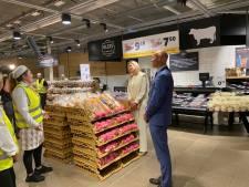 Máxima bezoekt vitale beroepen: de broodafdeling van de Jumbo