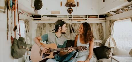 Muzikantenduo Anne en Arnan uit Zutphen maakt memorabele reis in busje Berry