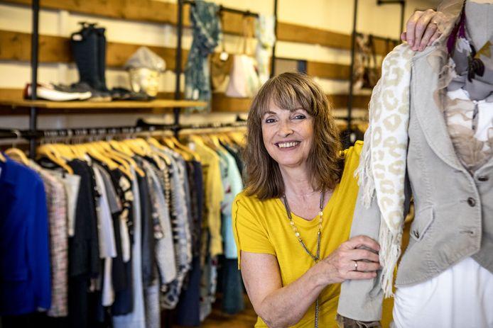 Nancy Poorthuis in haar nieuwe winkel Twice, voor tweedehands dameskleding.