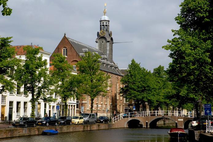 De Rapenburg in Leiden, foto ter illustratie. Niet één