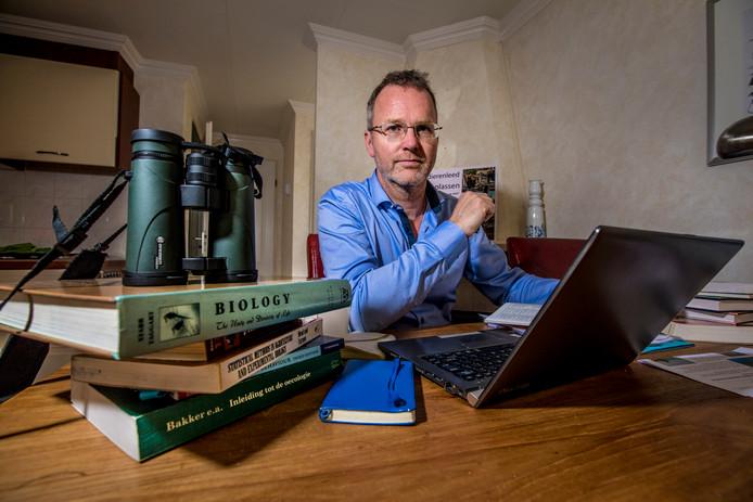 Patrick van Veen, werkzaam als gedragsdeskundige bij de Apenheul, riep een petitie in het leven om het huidige beleid in de Oostvaardersplassen een halt toe te roepen.
