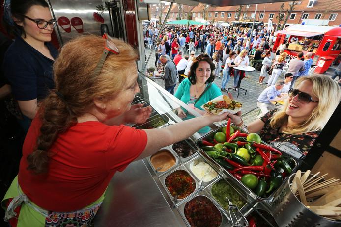De Eeterij op Wielen, het foodtruckfestival in het Ginneken, in 2015. De organisatoren stoppen ermee. ,,Het was een feestje.''
