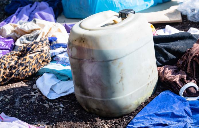 Afval gedumpt in waterwingebied Tilburg