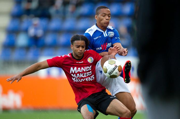 Derwin Martina (links) in het shirt van RKC Waalwijk.