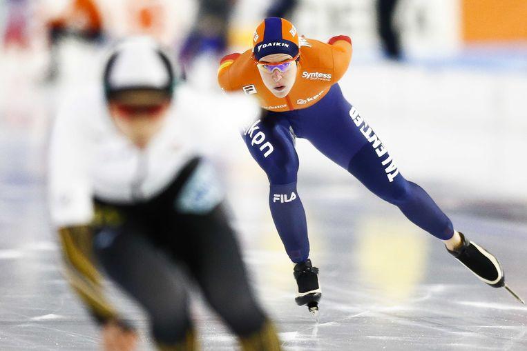 Ireen Wüst op de 1500 meter tegen Miho Takagi.  Beeld Vincent Jannink/ANP