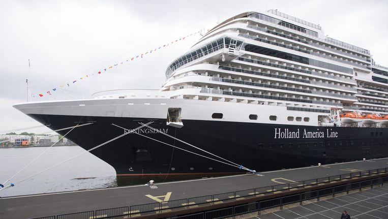In mei was het enorme cruiseschip voor het eerst in Amsterdam Beeld anp