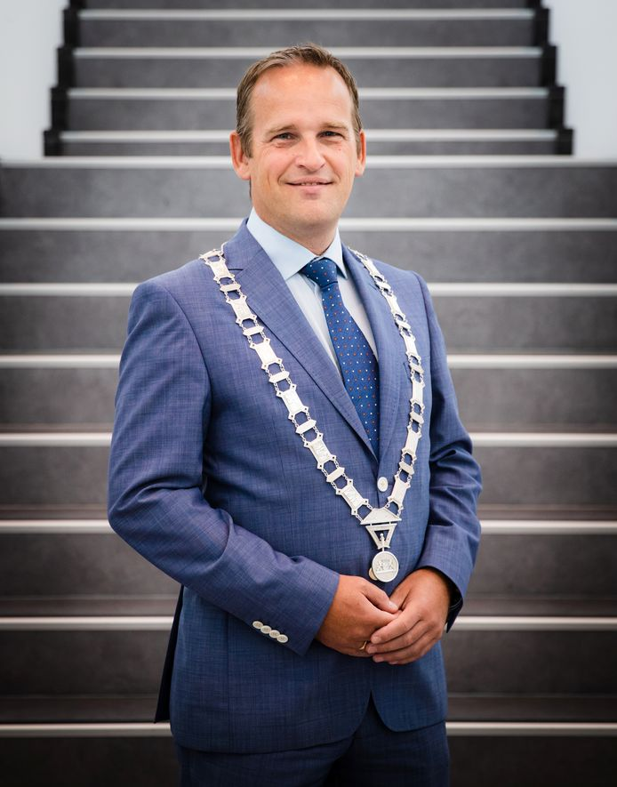 Burgemeester Bram van Hemmen.