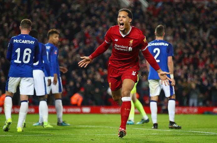Virgil van Dijk juicht na zijn winnende goal tegen Everton (2-1) in de FA Cup van vorige week.