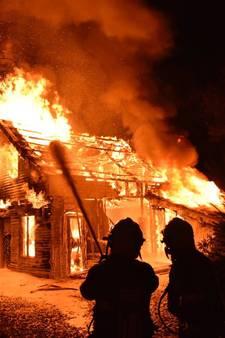 Houten huisje in Sterksel brand af; geen gewonden