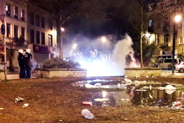 brandstichting nieuwjaar: politie komt blussen