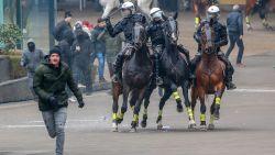 FOTO'S. Veldslag tussen betogers en politie in 30 beelden