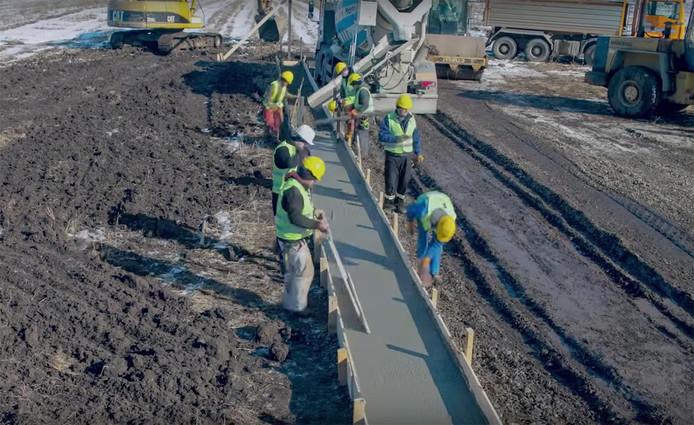 De snelweg in aanbouw.