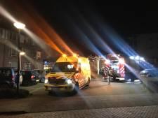 Rokende magnetron in appartement zorgcentrum Joachim & Anna in Veghel brengt veel brandweer, schade valt mee