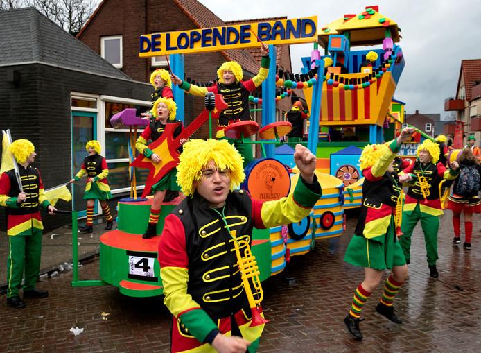 De lopende band musiceerde aan de lopende band tijdens de optocht van Asten.