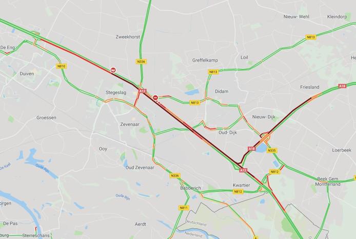 De vertraging op de A12 en A18 na het ongeval.