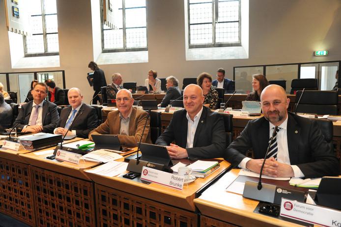 De vijf Statenleden van Forum voor Democratie bij hun installatie in april 2019: Eelco van Hoecke, Martin Bos, Fred Walravens, Robèrt Brunke en Robert Koevoets . De laatste twee zijn inmiddels op eigen kracht verder gegaan.
