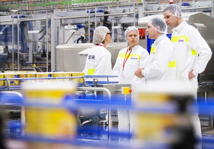 Minister Carola Schouten was eind maart aanwezig bij de officiële opening van de nieuwe fabriek van Nutricia op Laarakker langs de A73 bij Haps.
