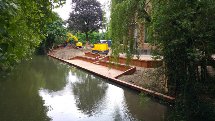 De bouwstop voor het terras bij het Anatomiegebouw werd in juni opgelegd.