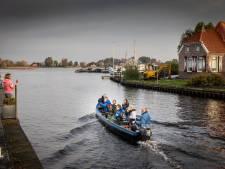 In de boot van opa naar school in Belt-Schutsloot
