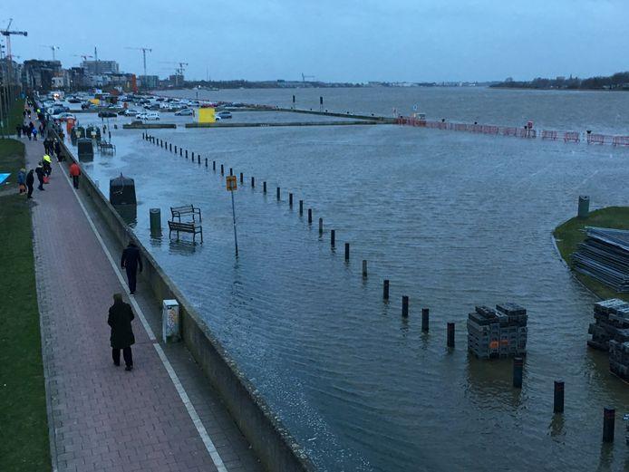 Op 4 januari 2018 liepen de Scheldekaaien voor het laatst onder water. De gesloten waterkeringsmuur beschermde de binnenstad.