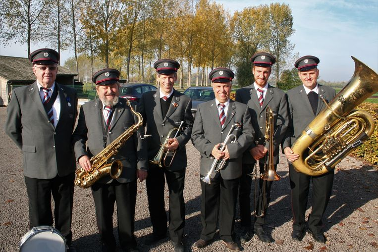 De muzikanten van fanfare De Moedige Vlamingen vierden hun jubileum.