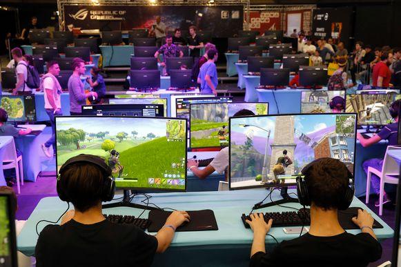 Twee jaar na de lancering is het videospel 'Fortnite' het populairste ter wereld - met een enorm publiek.