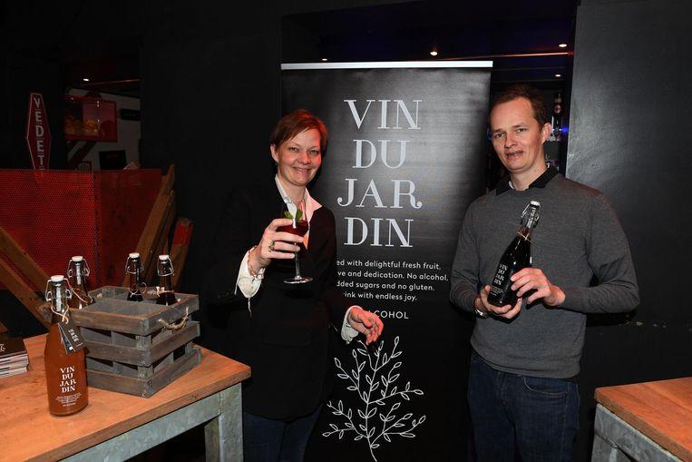 Matthias Tobback en Sophie Tobback met 'Vin Du Jardin', een alcoholvrij alternatief voor aperitief en wijn.