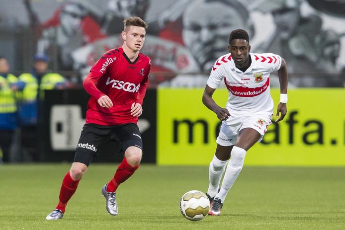 Sam Strijbosch (links) is terug bij Helmond Sport.