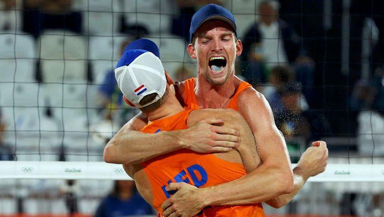 Meeuwsen (rechts) en Brouwer vieren hun brons. Beeld photo_news