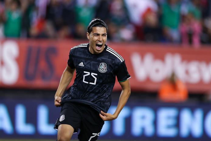 Érick Gutiérrez, scorend voor Mexico tegen de VS.
