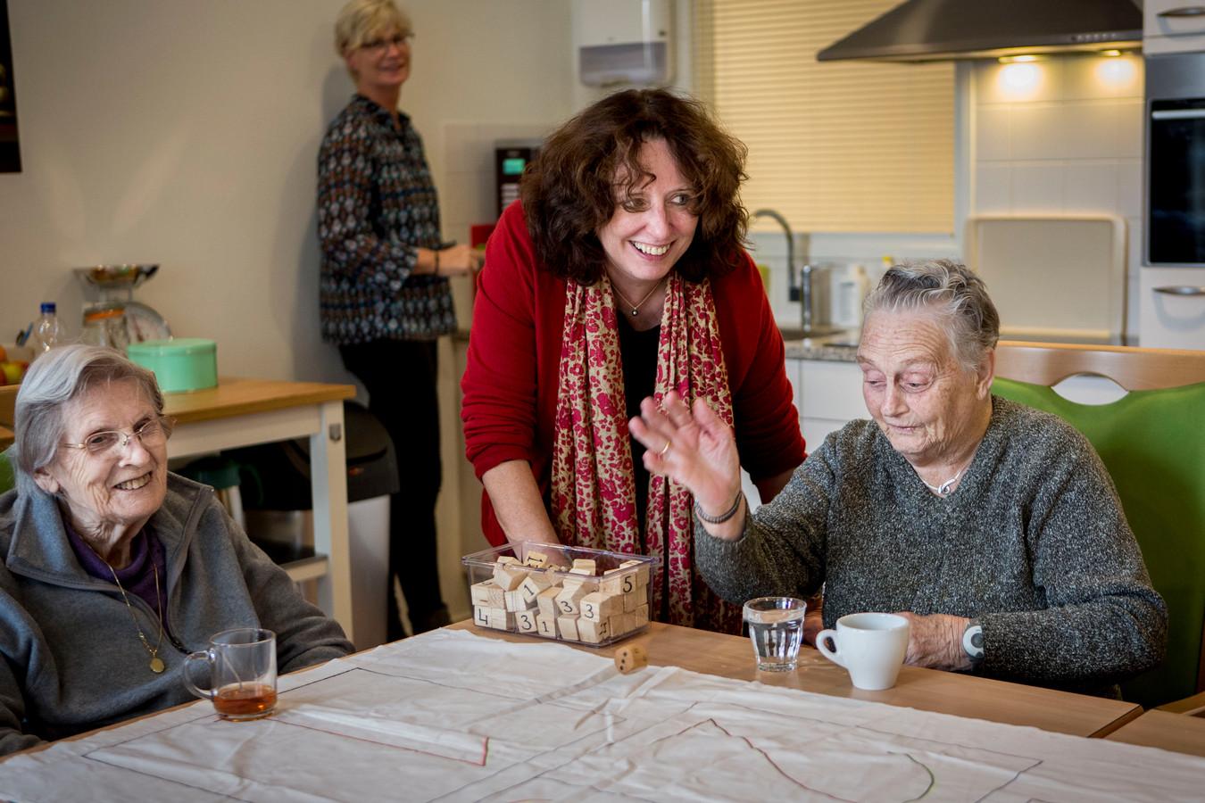 Verpleeghuizen De Open Waard in Oud-Beijerland en De Buitensluis in Numansdorp zijn door de Inspectie Gezondheidszorg en Jeugd (IGJ) onder verscherpt toezicht gesteld, omdat de zorg er onder de maat is.