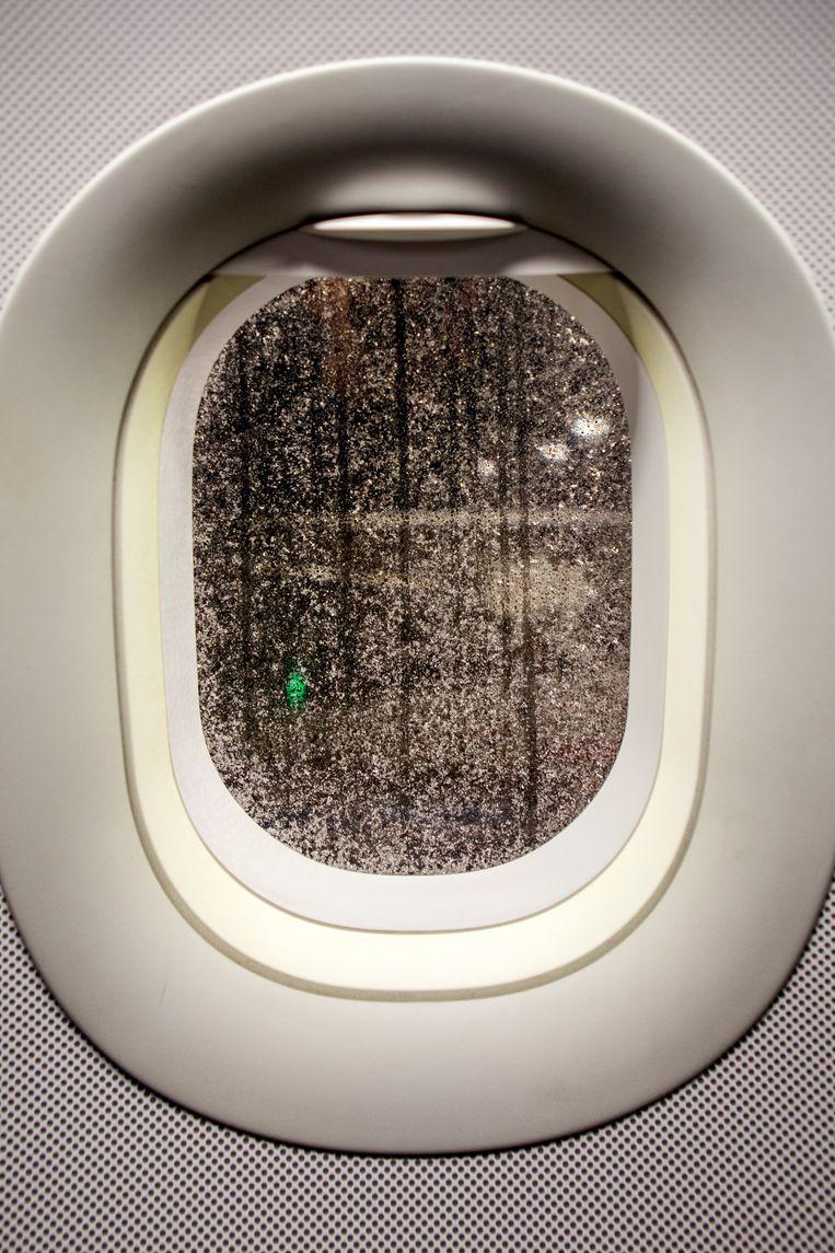 Tussen Duitsland en Hongarije / Vliegtuigraam van een Eurowings toestel.  Beeld Julius Schrank