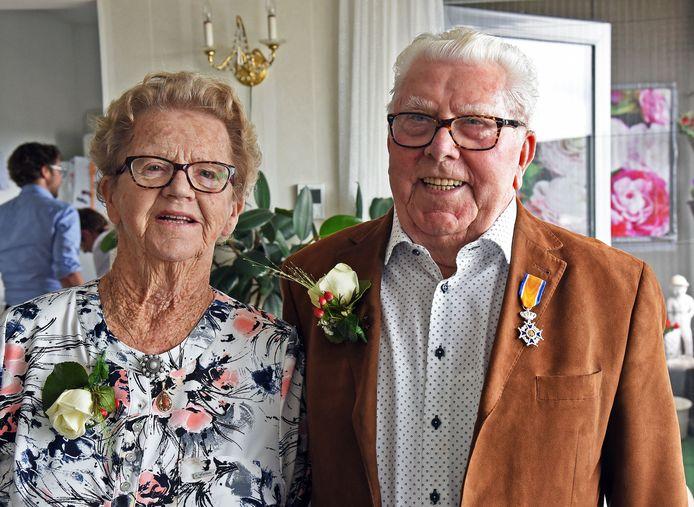 George (91) en Anneke (92) de Loos uit Hulst zijn op Eerste Pinksterdag zeventig jaar getrouwd.