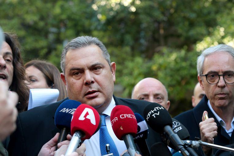 De Griekse minister van Defensie, Panos Kammenos, spreekt met de media na zijn gesprek met premier Alexis Tsipras.