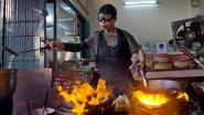 """Thaise straatkok (72) krijgt Michelinster, maar is daar helemaal niet blij mee: """"Wou dat ik ster kon teruggeven"""""""
