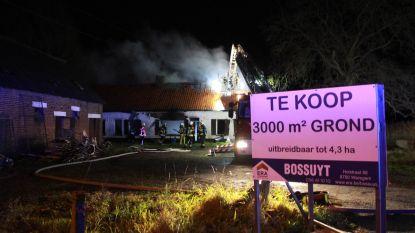 Leegstaande hoeve uitgebrand in Nieuwenhove, parket gaat uit van brandstichting