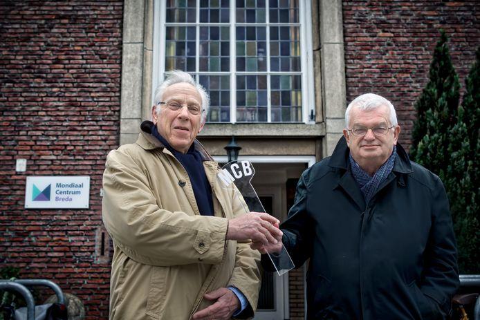 Wilbert Willems (l) eerder dit jaar als hij het voorzitterschap van het Mondiaal Centrum Breda overneemt van oud-pastor Jan Hopman.