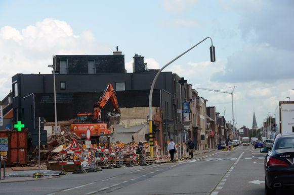 Het voormalig café is intussen volledig onder de sloophamer verdwenen.
