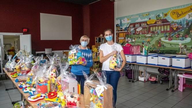 Sinterklaas passeert bij sociale kruidenier Kaboes, met dank aan vrijwilligster Joke Janssens