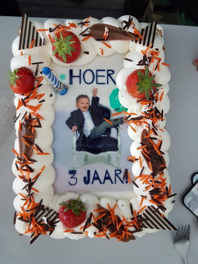 Super Hema blundert met verjaardagstaart: 'Hoer 3 jaar!' | Bizar | AD.nl KK-46