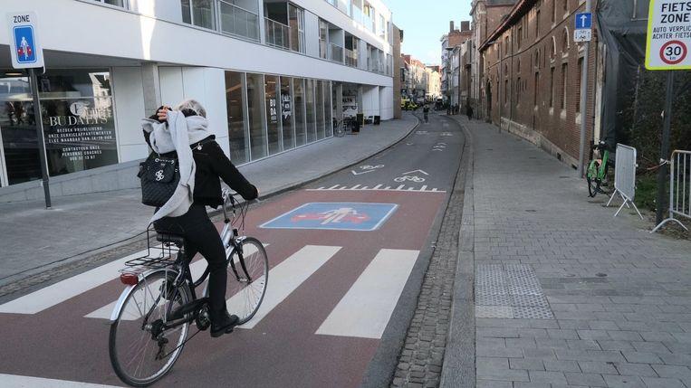 Er reden vorig jaar 1,1 miljoen fietsers door de Budastraat
