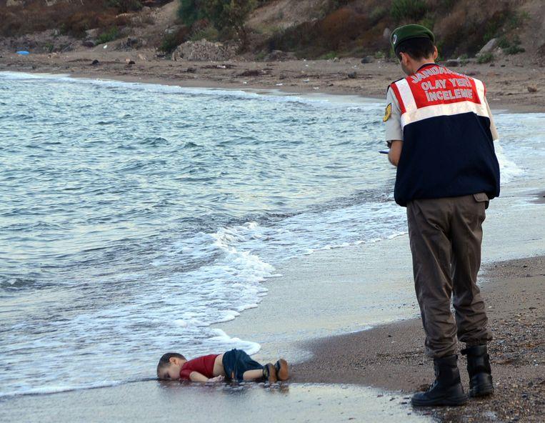 Aylan wordt gevonden door de Turkse kustwacht. Beeld ap
