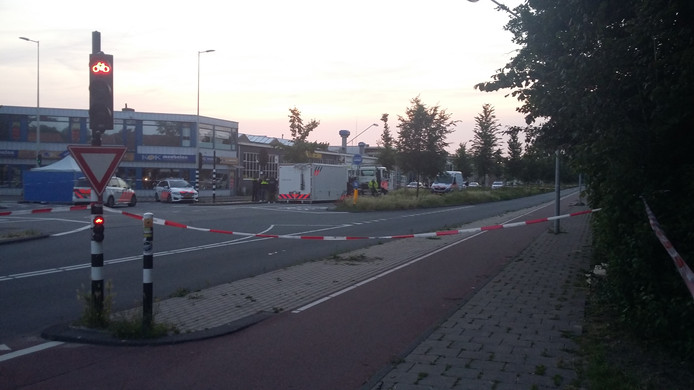 De politie kreeg rond 21.20 de melding dat er geschoten werd aan de Papaverweg.