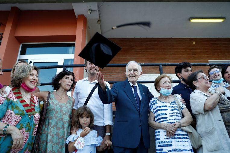 Giuseppe Paterno met zijn familie na de ceremonie.