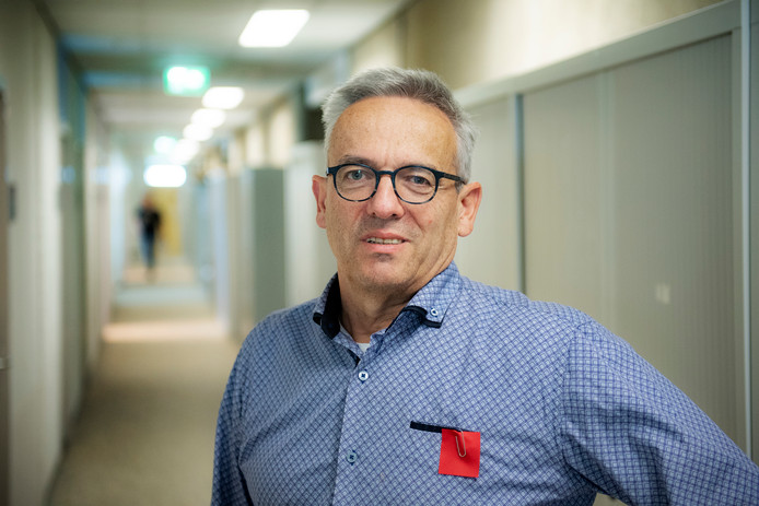Jos Muijres, universitair docent Nederlandse Taal en Cultuur.