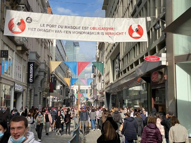 Gezellige drukte in de Nieuwstraat. Is dit verantwoord?