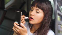 Zo kies je de mooiste rode lippenstift voor jouw huid