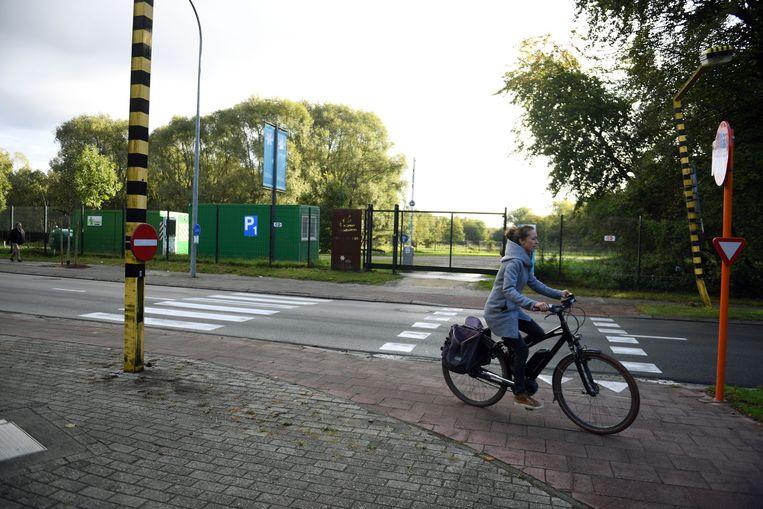 De provincie Vlaams-Brabant zal een fietspad inrichten in het provinciaal domein tussen de Domeinstraat en de Eenmeilaan.