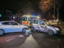 Auto op de zijkant na botsing in Velp